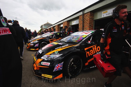 Gordon Shedden's car leaving the garage for the BTCC grid at Croft, June 2017
