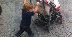 """Der Kinderwagen. Plural 1: Die Kinderwagen. Plural 2: Die Kinderwägen. Ein Kleinkind schiebt einen Kinderwagen. • <a style=""""font-size:0.8em;"""" href=""""http://www.flickr.com/photos/42554185@N00/33918730064/"""" target=""""_blank"""">View on Flickr</a>"""