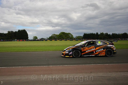 Gordon Shedden on the BTCC grid at Croft, June 2017