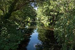 """Potsdam, Neuer Garten: Hasengraben, der den Heiligen See mit dem Jungfernsee und damit der Havel verbindet - The Hasengraben (""""Hare Ditch"""") connects the Heiliger See (""""Holy Lake"""") in the New Garden with the Jungfernsee (""""Virgins' Lake"""")"""
