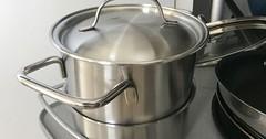 """Der Topf. Die Töpfe. Der Kochtopf. Die Kochtöpfe. Dieser Topf ist aus Edelstahl. In einer Küche dürfen Töpfe nicht fehlen. • <a style=""""font-size:0.8em;"""" href=""""http://www.flickr.com/photos/42554185@N00/35883792626/"""" target=""""_blank"""">View on Flickr</a>"""