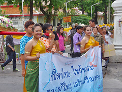 """Buddhist procession in Bangkok • <a style=""""font-size:0.8em;"""" href=""""http://www.flickr.com/photos/23163398@N00/36493353202/"""" target=""""_blank"""">View on Flickr</a>"""