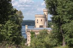 Potsdam, Park Babelsberg: Es gibt eine Sichtachse vom Schloss zum Flatowturm - ich stehe in der Mitte und schaue zum Flatowturm - There is a visual axis from the Castle to the Flatow Tower. I am standing in the middle, looking towards Babelsberg Castle