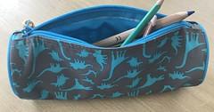 """Das Schlampermäppchen. Die Schlampermäppchen (pl.) In ein Schlampermäppchen können Kinder ihre Malstifte legen. Es hat einen Reißverschluss • <a style=""""font-size:0.8em;"""" href=""""http://www.flickr.com/photos/42554185@N00/36503893506/"""" target=""""_blank"""">View on Flickr</a>"""