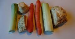 """Das Suppengemüse. Die Suppengemüse. Mit diesen Gemüsesorten kann man Suppen kochen. • <a style=""""font-size:0.8em;"""" href=""""http://www.flickr.com/photos/42554185@N00/36997871253/"""" target=""""_blank"""">View on Flickr</a>"""