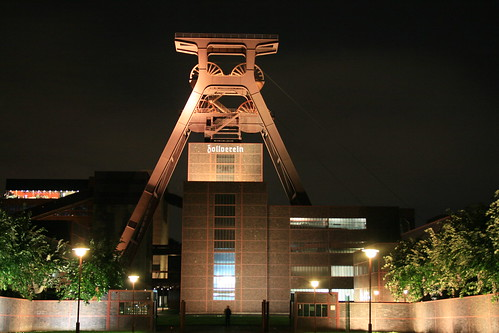 "Zeche Zollverein • <a style=""font-size:0.8em;"" href=""http://www.flickr.com/photos/160223425@N04/24032870447/"" target=""_blank"">View on Flickr</a>"