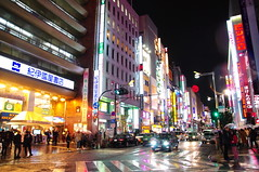 """Rainy Shinjuku Night 雨の新宿 • <a style=""""font-size:0.8em;"""" href=""""http://www.flickr.com/photos/69809940@N08/24566421558/"""" target=""""_blank"""">View on Flickr</a>"""