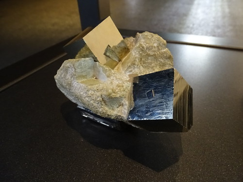 "Museu Blau Barcelona Minerals • <a style=""font-size:0.8em;"" href=""http://www.flickr.com/photos/160223425@N04/23943071297/"" target=""_blank"">View on Flickr</a>"