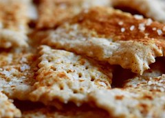 Spicy sourdough crackers