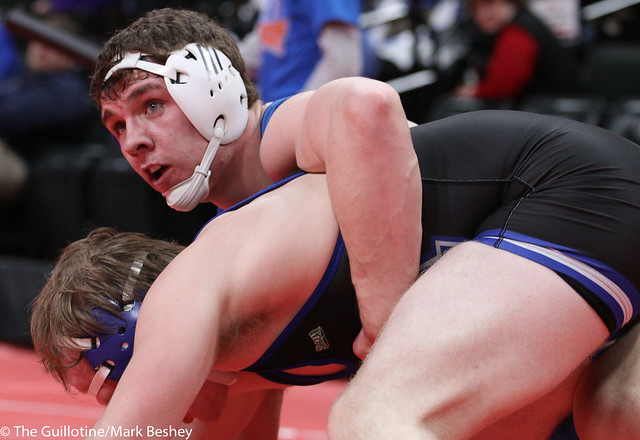 195A Quarterfinal - Jake Erckenbrack (New York Mills) 36-5 won by decision over Tyler VanLuik (Minnewaska Area) 42-5 (Dec 10-6) - 180302cmk0063