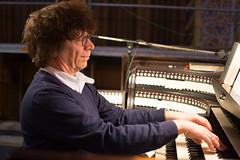 Simon Stelling bespeelt het Seifert-orgel te Kevelaer.