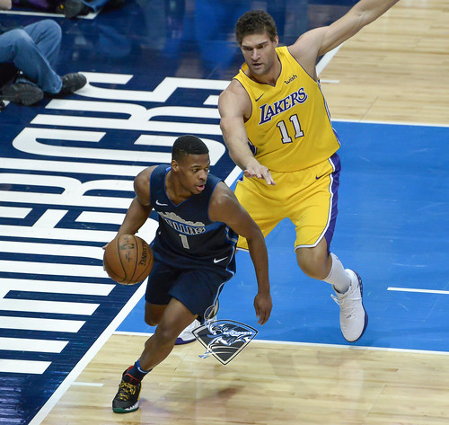 """Los Angeles Lakers vs Dallas Mavericks • <a style=""""font-size:0.8em;"""" href=""""http://www.flickr.com/photos/10266314@N06/38811751795/"""" target=""""_blank"""">View on Flickr</a>"""