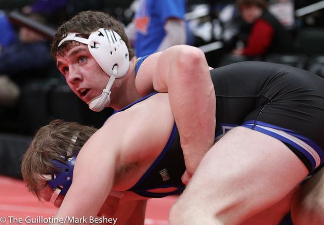 Quarterfinal - Jake Erckenbrack (New York Mills) 36-2 won by decision over Tyler VanLuik (Minnewaska Area) 42-4 (Dec 10-6) - 180302cmk0063
