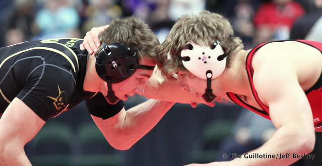 Semifinal - Alex Lloyd (Shakopee) 49-1 won by decision over Willie Bastyr (Lakeville South) 33-7 (Dec 13-6). 180303AJF0405