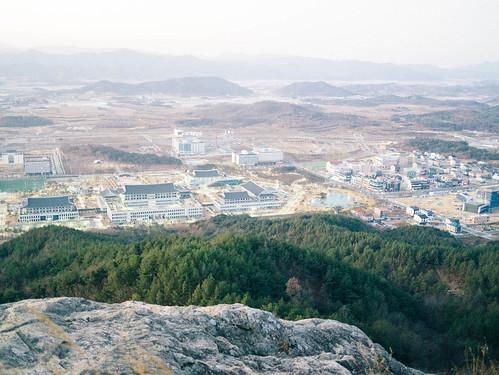 Climbing Geom-moo mountain for sunrise_MDY_180101_27
