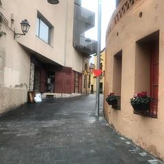 ❤️ Carrer Sant Cebrià. Obres de pavimentació dins el projecte Retrobem-nos. Afecten tres carrers: Sant Cebrià, Lola Anglada i Centre. Van començar a l'estiu i encara no s'ha arribat a acabar el primer tram. No hi ha senyalització, ni mobiliàri i els