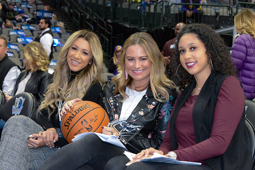 """Los Angeles Lakers vs Dallas Mavericks • <a style=""""font-size:0.8em;"""" href=""""http://www.flickr.com/photos/10266314@N06/38811760735/"""" target=""""_blank"""">View on Flickr</a>"""