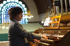 Simon Stelling bespeelt het Steinmeyer-orgel te Alphen aan den Rijn.