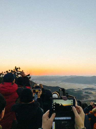 Climbing Geom-moo mountain for sunrise_MDY_180101_40