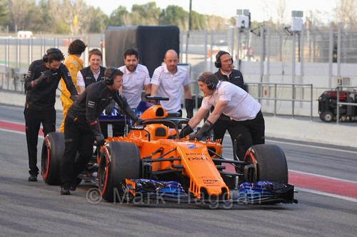 Stoffel Vandoorne's McLaren is recovered during Formula One Winter Testing 2018