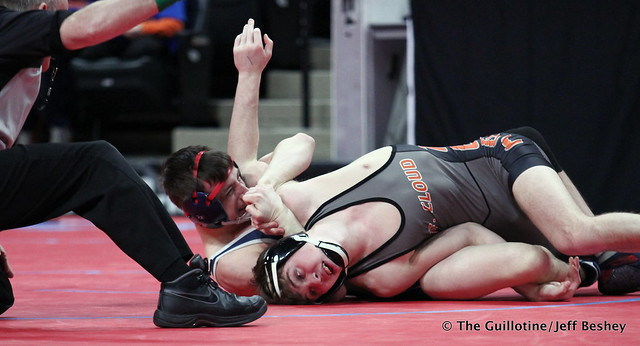 Semifinal - Mitchell Wilson (St Francis) 26-2 won by major decision over Dallas Hooper (Saint Cloud Tech) 40-10 (MD 13-2). 180303AJF0333