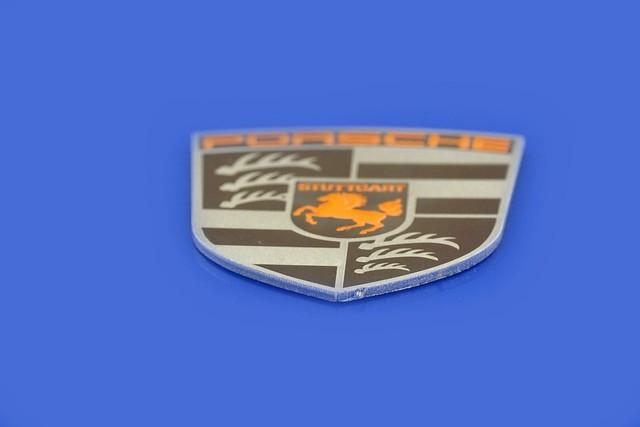 emblemat na zabytkowe auto ze stali nierdzewnej