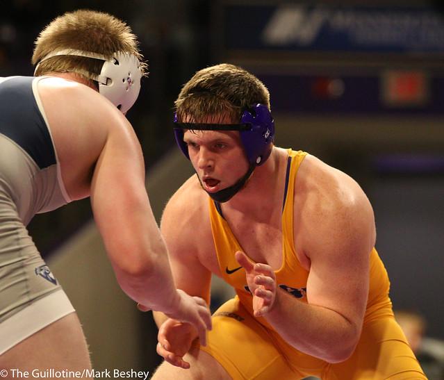 285: Triston Westerlund (UIU) wins 8-4 decision vs. Max Villnow (MSU) | 13-6 UIU - 190117mke-0137