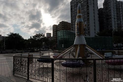 跟真正的火箭一樣孤寂。