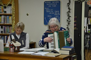 """Entertaining library time with a """"Deck the Halls"""" tune"""