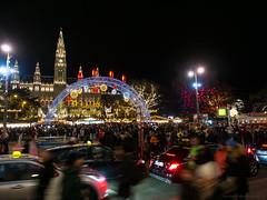Christkindlmarkt auf dem Rathausplatz in Wien