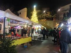 """✨""""Llum als carrers, de colors, campanetes i estrelles, cançons i nadales que s'emporta el vent pels racons dels carrers plens de gent"""" (Nit de Nadal de Pau Riba). #fira @AcistTiana #Tiana #SomPoble"""