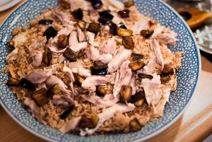 Libanese kip fattee: ook nog wat gebakken aubergine erover
