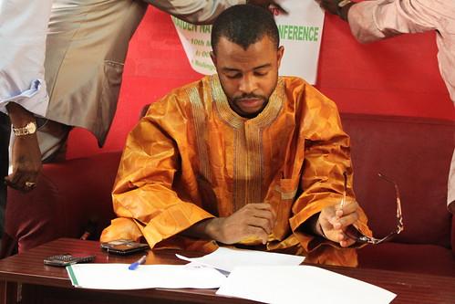 Hausa film | A Tunanina    | Page 7