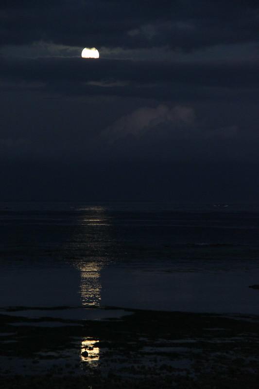 Moon set - Samboan