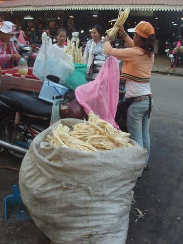 201003070318_palm-juice-vendor