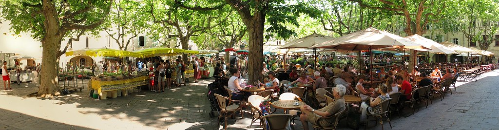 panorama uzes square on market day