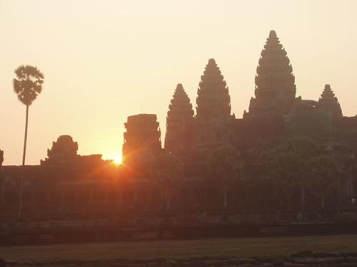 201003040918_Angkor-wat-sunrise
