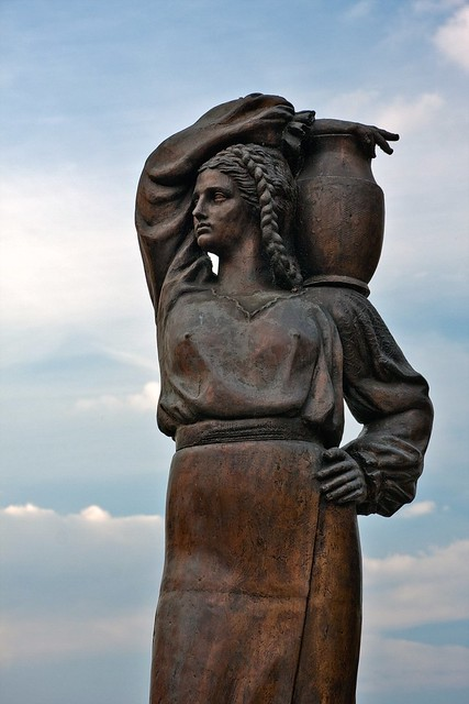 Statue Of Woman Carrying Amphora On Her Shoulder Flickr