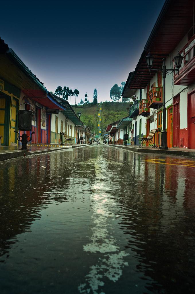 Imagen de la Calle Real en Salento, Quindio luego de la lluvia.