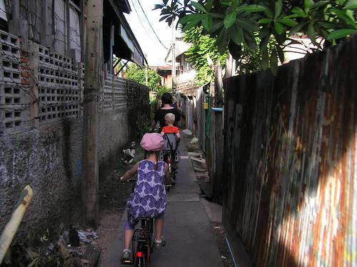 Bangkok, cycling through Thonburi