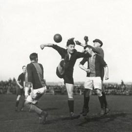 Competitie voetbalwedstrijd /  League soccer match