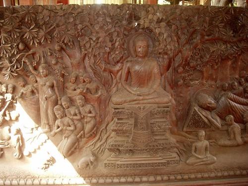201002080346_PP-royal-palace-wood-carving