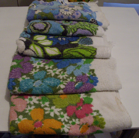 Vintage floral bath towels  Vintage floral bath towels