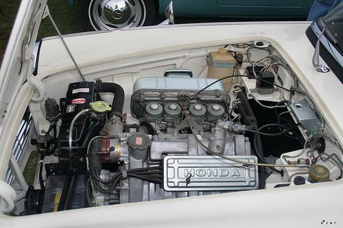 1965 Honda S600 roadster - white - eng