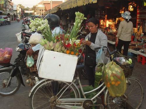 201003070321_flower-vendors