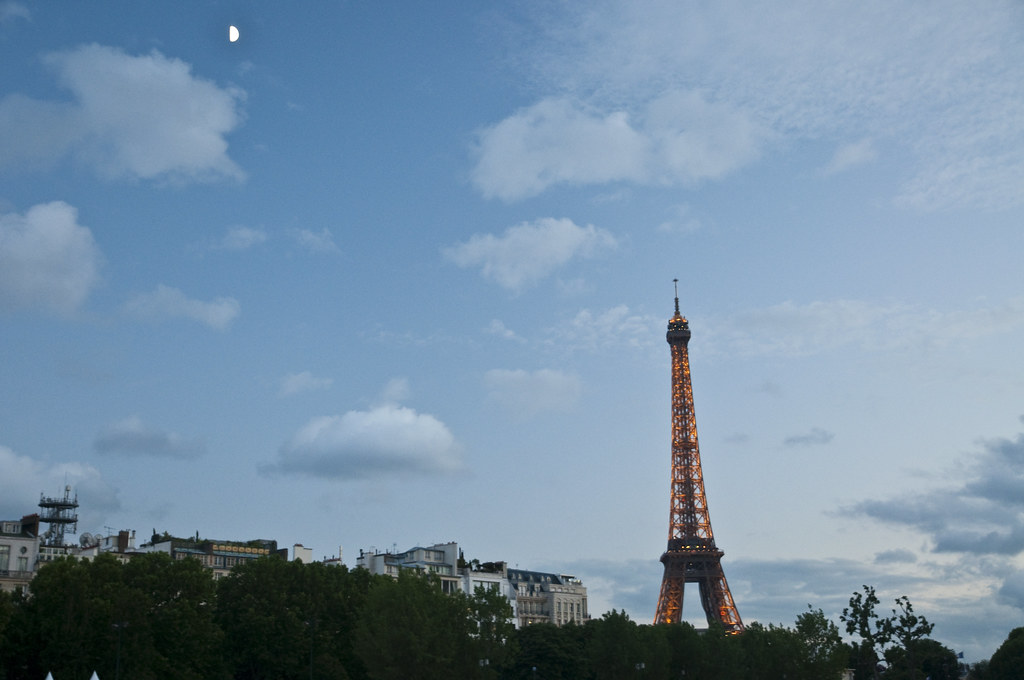 Panorama of Tour Eiffel from the Seine