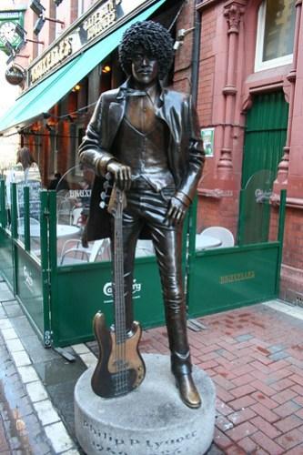 2010.02.26 Dublin 18 Harry St 03 Phil Lynott statue