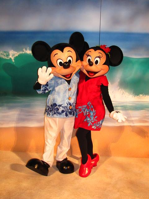Mickey And Minnie Say ALOHA At The D23 Aulani Reception