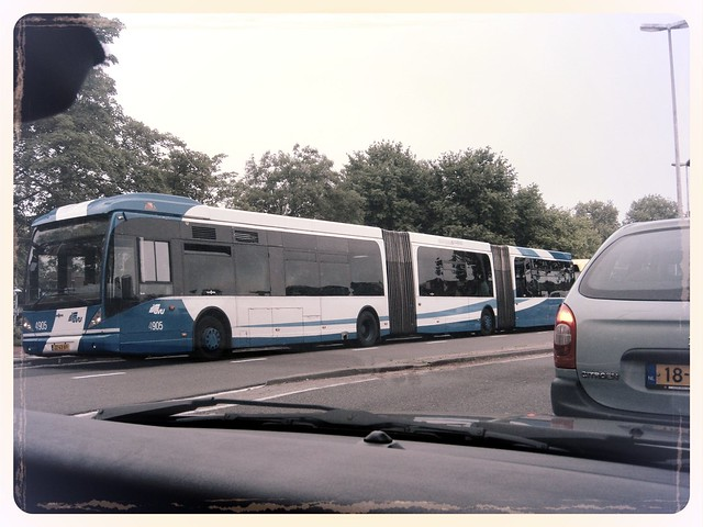 Triple Dutch bus