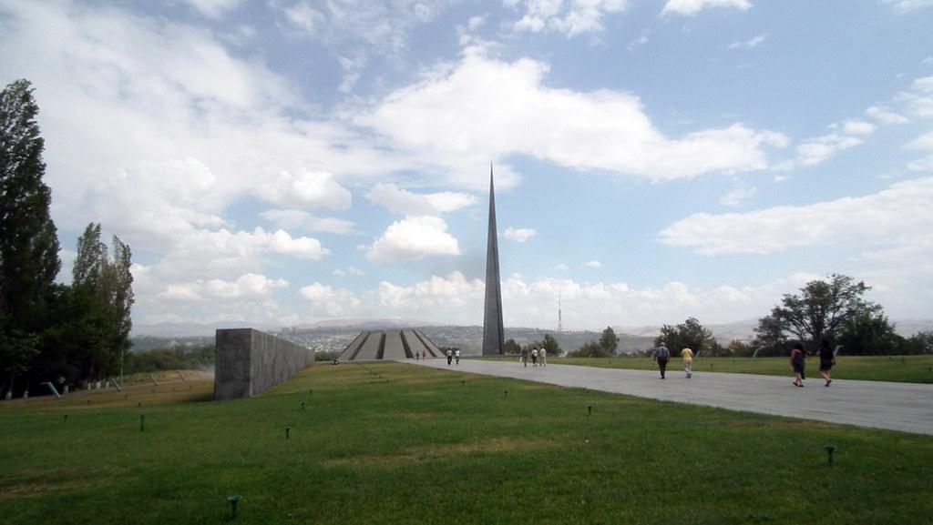 Yerevan Tsitsernakaberd o Tzitzernakaberd Monumento al genocidio armenio Armenia 01